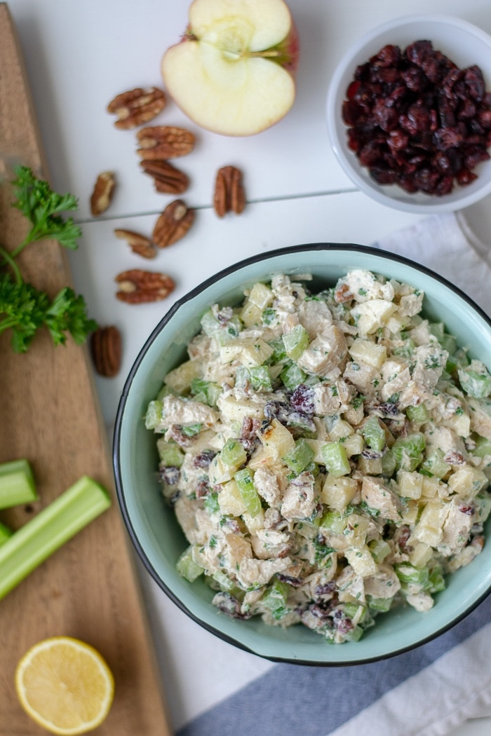 Quick and easy lunch recipe Apple Cranberry Chicken salad is a no mayo chicken salad with greek yogurt. This high protein recipe makes a great no heat meal prep lunch! #mealprep #chickenrecipe